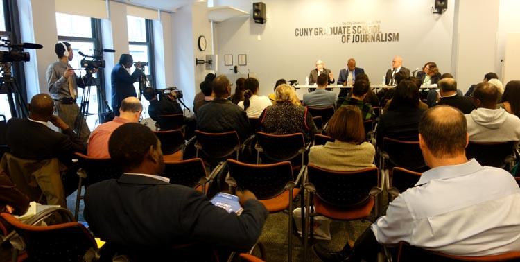 El Contralor Stringer y el presentador de NY!, Errol Louis, encabezaron el panel en la escuela de periodismo de CUNY. Foto Javier Castaño