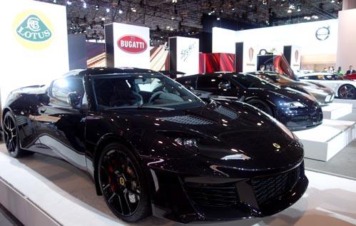 Carros de un millón de dólares no podían faltar en este Show Internacional de Autos.