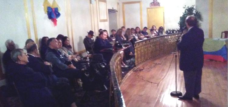 El público escuchando a Hernando Reyes en el restaurante Boulevard.