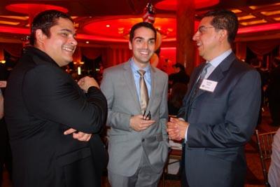 Desde la izquierda, Jesús González, el concejal republicano Eric Ulrich y Carlos Girón. Fotos Javier Castaño