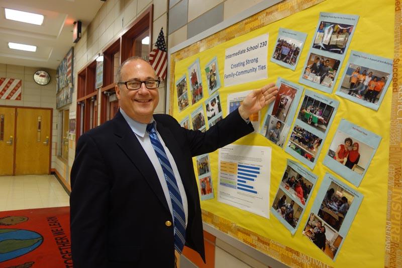 Ronald Zirin, director de la escuela IS 230 de Jackson Heights, Queens.