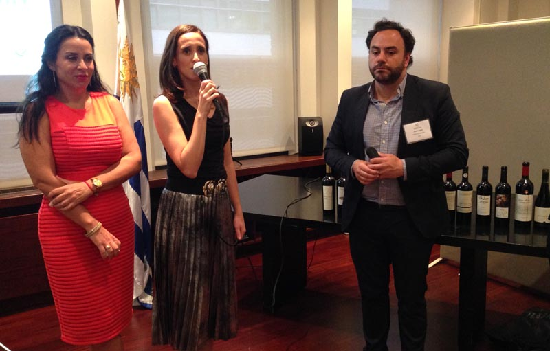 Desde la izquierda, Gabriela González, Cónsul de Distrito, Pauline Davies, Consul General de Uruguay en Nueva York y Marín López.
