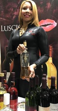 Promoción del vino Luscious en el Club Hermanos Unidos de Queens de la calle 103 de Corona.