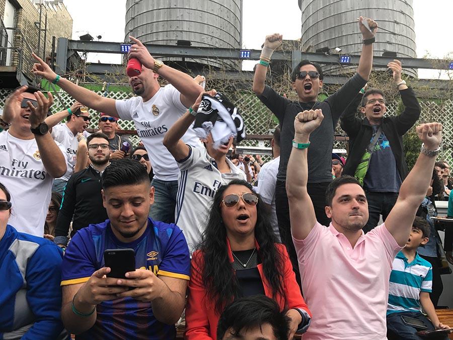 Los aficionados vivieron El Clásico de La Liga durante todo el día.