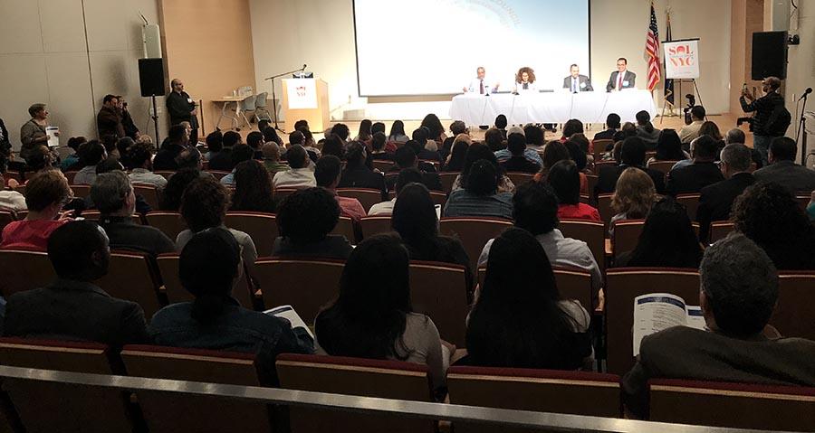 El Summit on Latinos (SOL) fue bastante concurrido y varias personas no pudieron ingresar a la primera plenaria porque el recinto se llenó por completo.