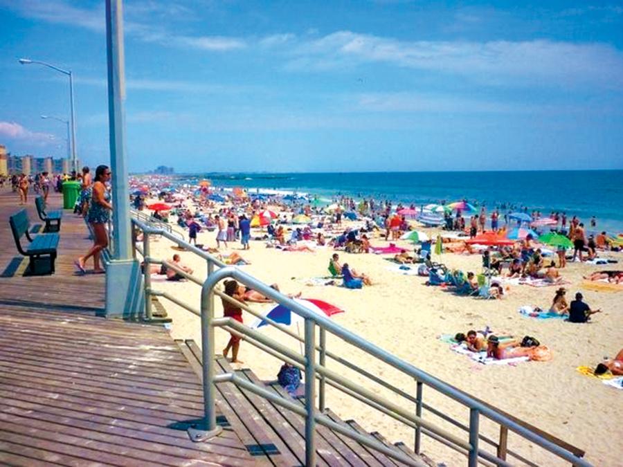 La playa Rockaway en Queens tiene todas las comodidades.