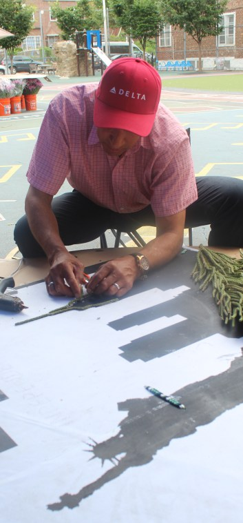 Los artesanos silleteros de Santa Elena pintan con flores a Nueva York