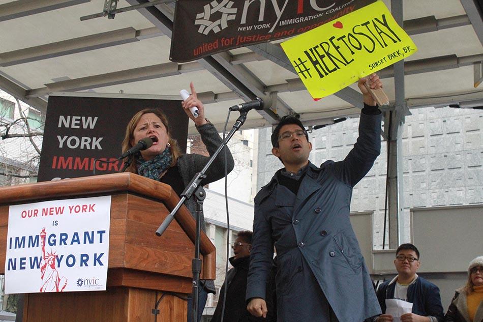 """""""El Concejo de Nueva York continuará usando los recursos para defender a los soñadores, sus familias y el sueño americano"""": Concejales Melissa-Mark Viverito y Carlos Menchaca"""
