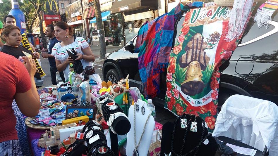 Los vendedores de productos latinos se hicieron presentes durante el Carnaval de la Cultura en Junction Boulevard.