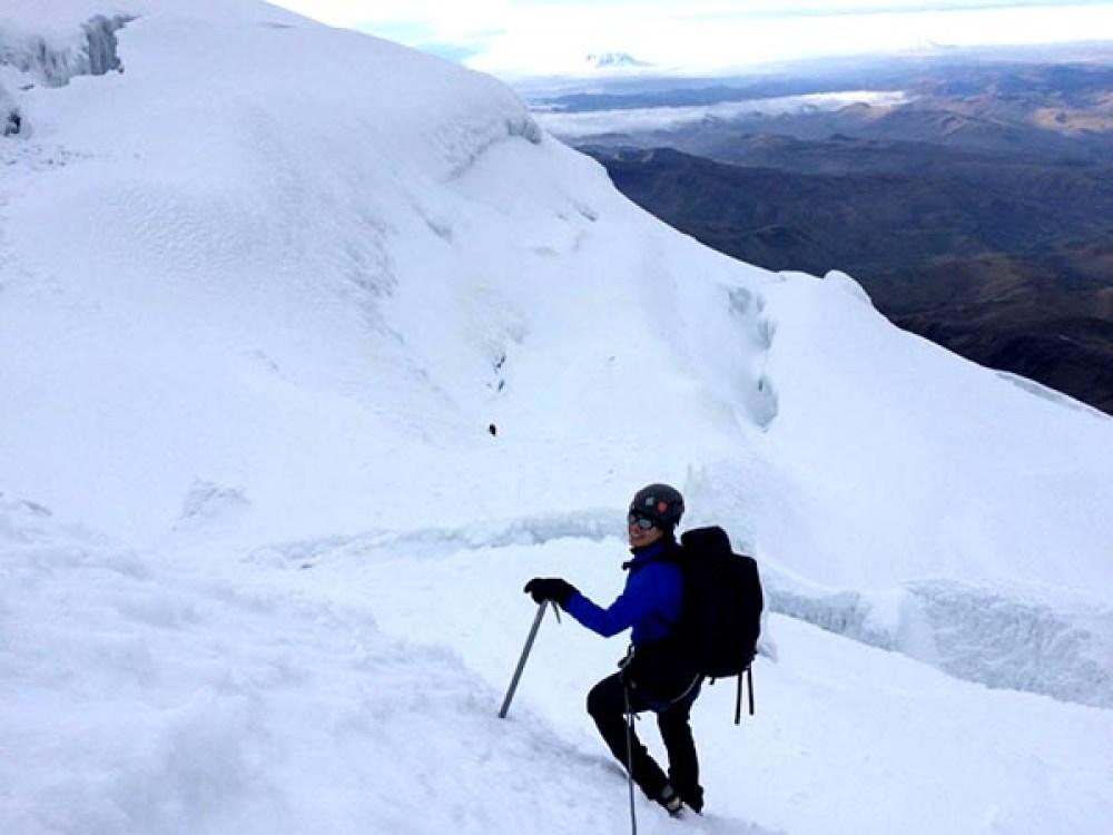 Patricia Alcivar en el pico Cotopaxi de Ecuador. Foto Romel Sandoval.