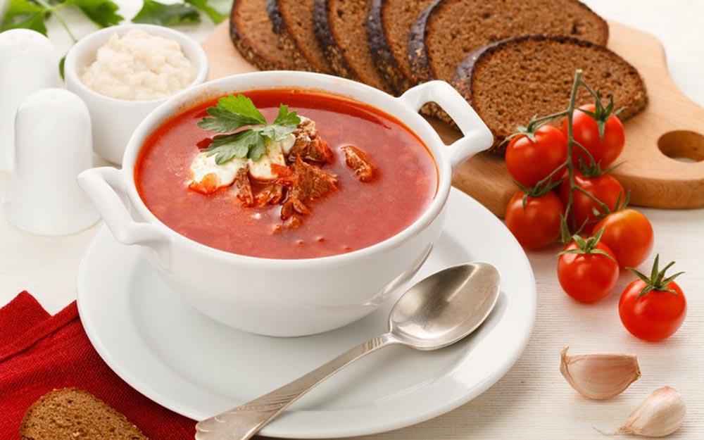 Borsh es la sopa típica rusa de color rojo.
