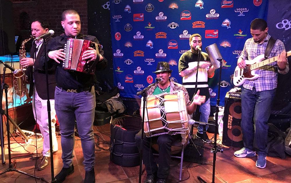 La agrupación de Camilo González y la Dominación Típica amenizó la noche del jueves de esta semana.