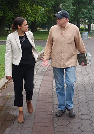 Alexandria Ocasio-Cortez and columnist Arturo Ignacio Sánchez at Flushing Park, Queens. Photo Javier Castaño