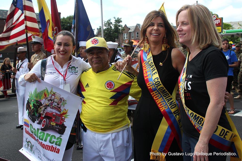 Desde la izquierda, Jenny Trujillo Alzate, alcaldesa de Calarcá, Rafael Castelar, la Cónsul General de Colombia en Nueva York, María Isabel Nieto, y Melinda Katz, presidenta de Queens.