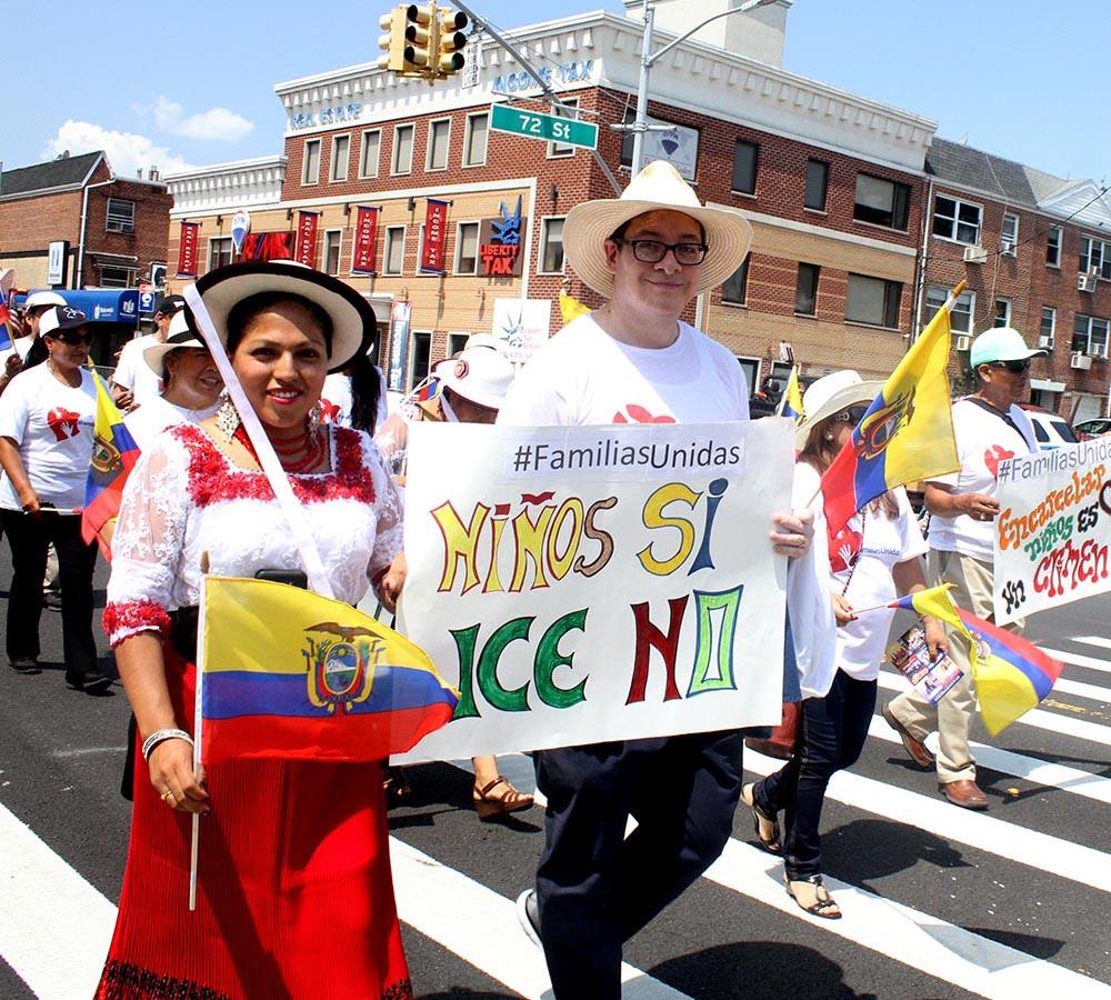 Ecuatorianos en contra del Departamento de Inmigración (ICE) y a favor de los niños y las familias. Foto Humberto Arellano