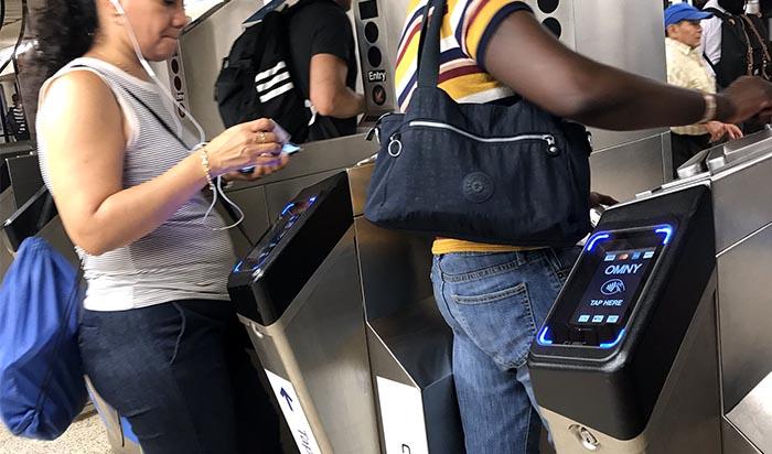 Pago OMNY llega a trenes y buses de NY