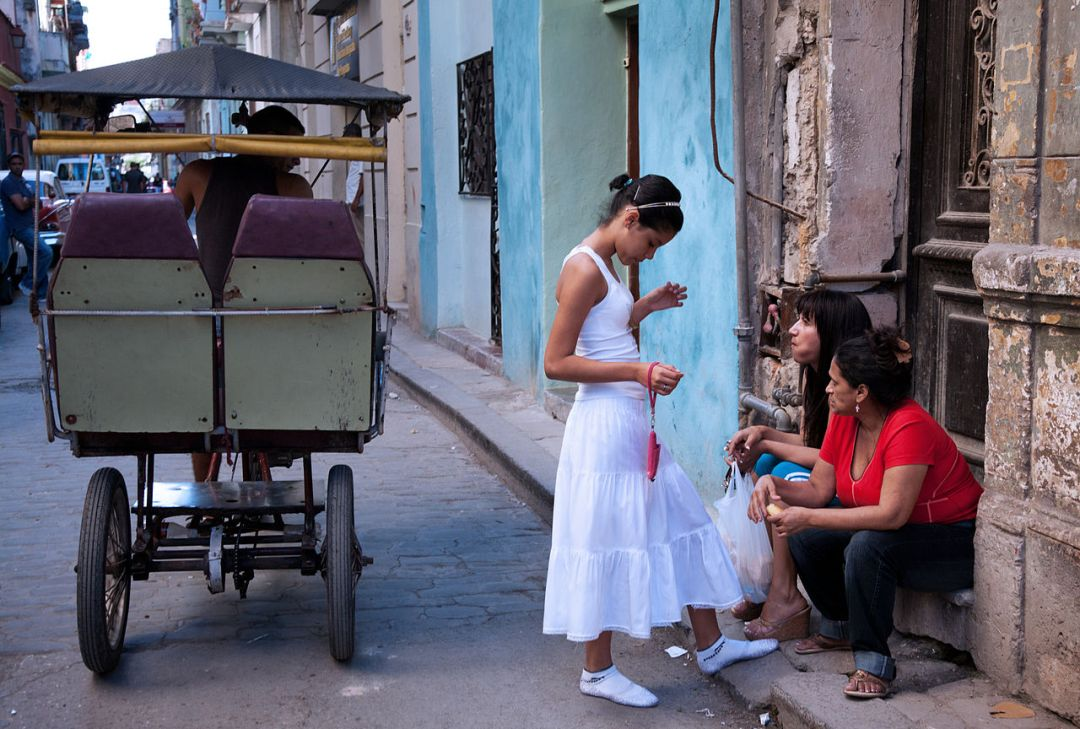 A young girl, freshly reborn and baptized in Santeria. A newborn has to wear white for a whole year. Havana (La Habana), Cuba © Jorge Royan / https://www.royan.com.ar / CC BY-SA 3.0