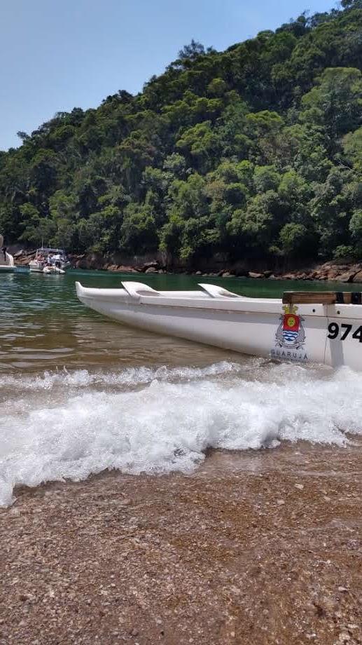 Canoa havaiana no Guaruja passeio a praia isolada 2 foto Turelo