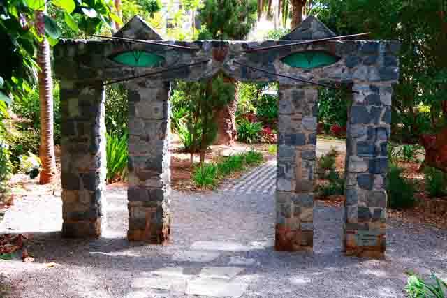 10 imprescindibles de Tenerife o qué ver en Tenerife. Escultura Homenaje al Gato de Oscar Dominguez en el Parque García Sanabria de Santa cruz de Tenerife Foto de Lee de Caires