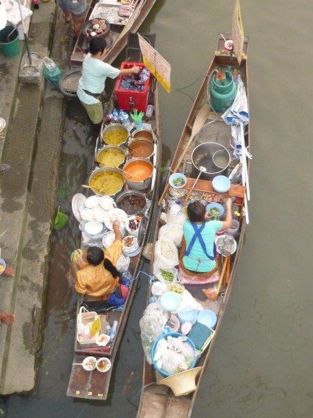Barcas-cocina en Amphawa