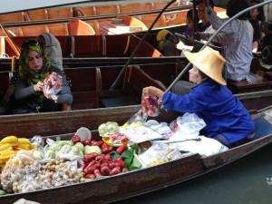 Mercado, Flotante diferente a Amphawa