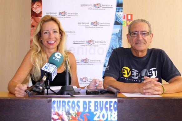 Ana Pellicer presentando los cursos de buceo 2018