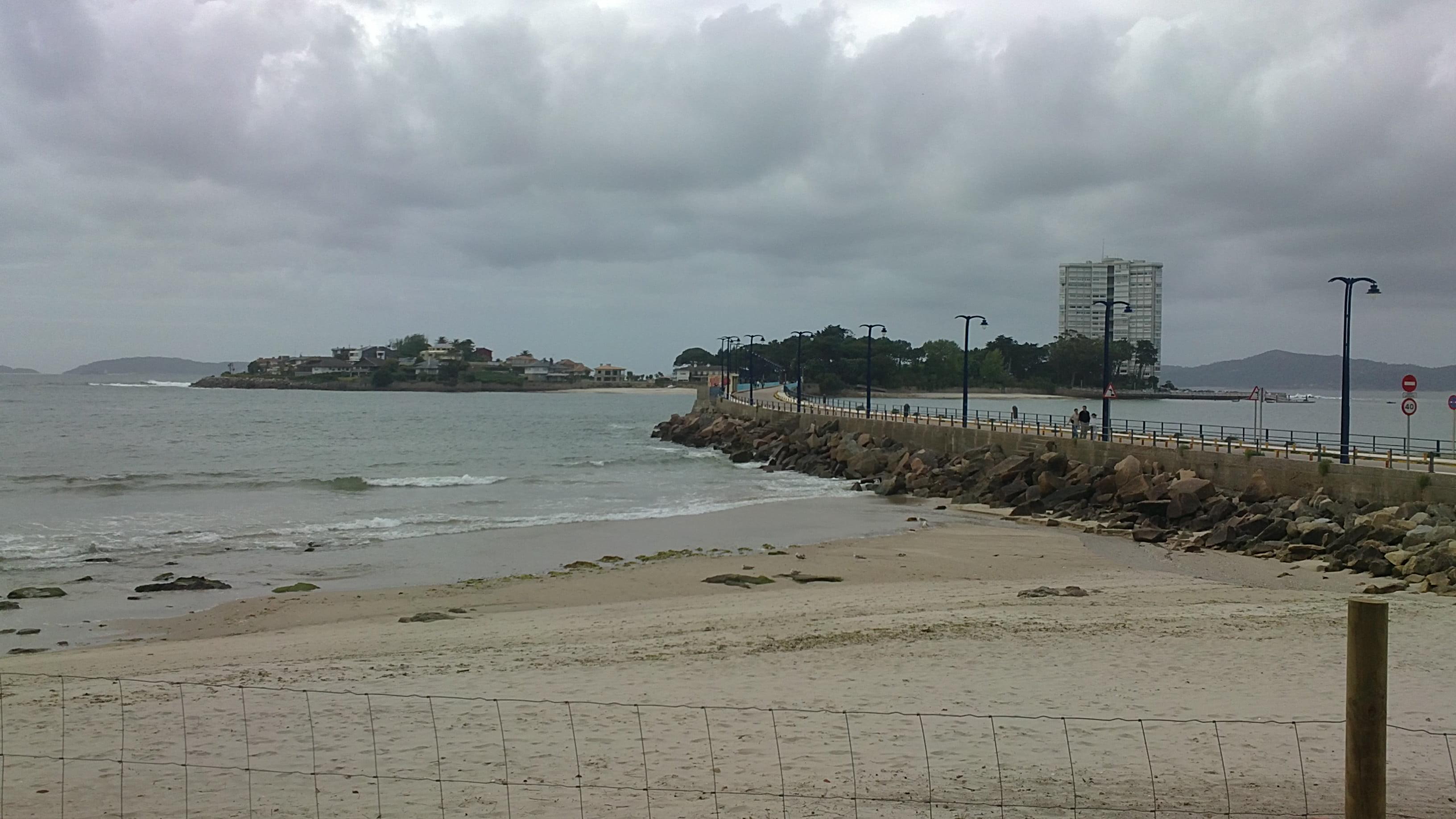 Un paseo por la playa de O Vao
