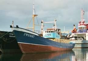 No al barco en la rotonda de Coia