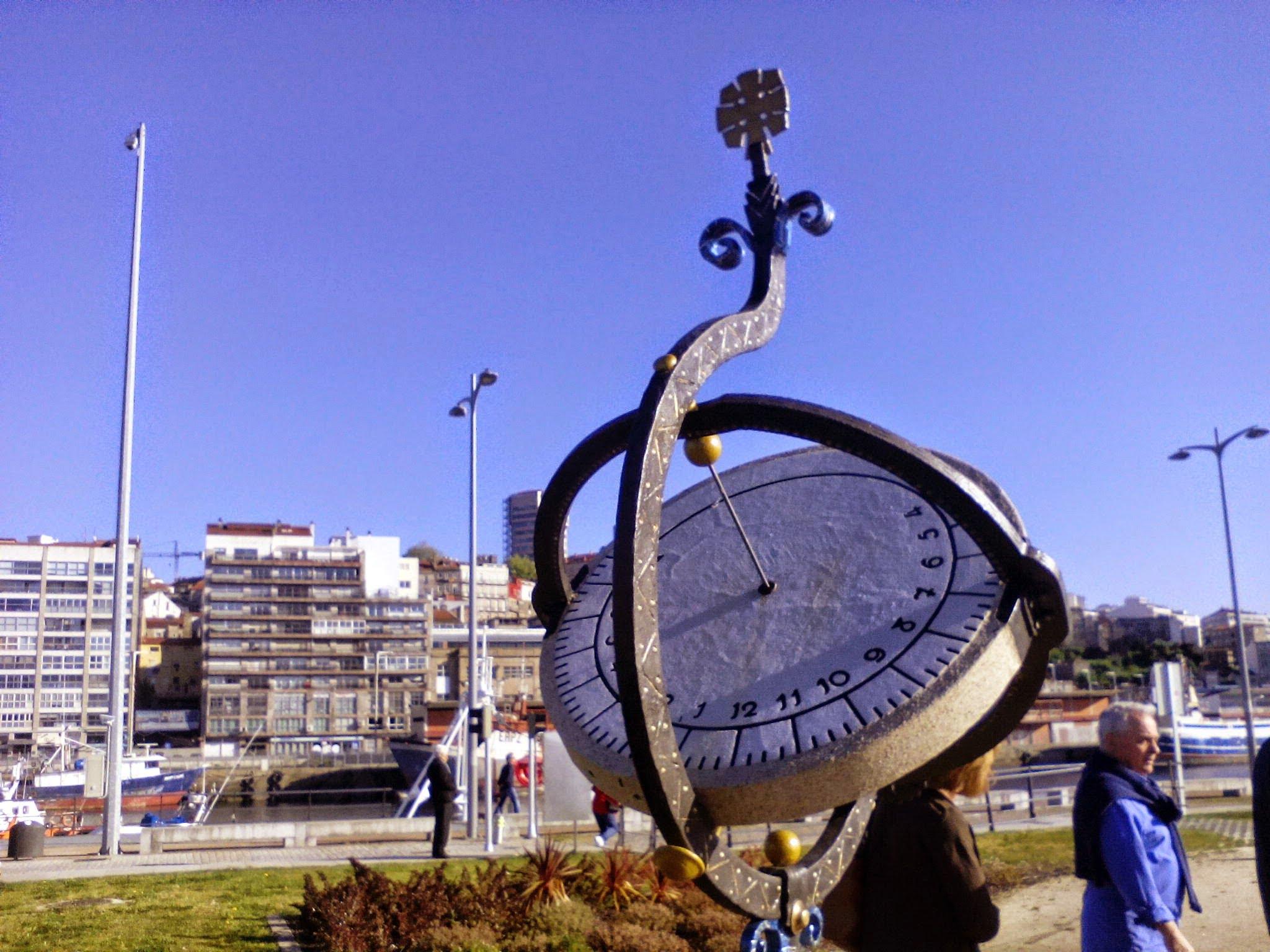Paseo por los Relojes de Sol en Vigo