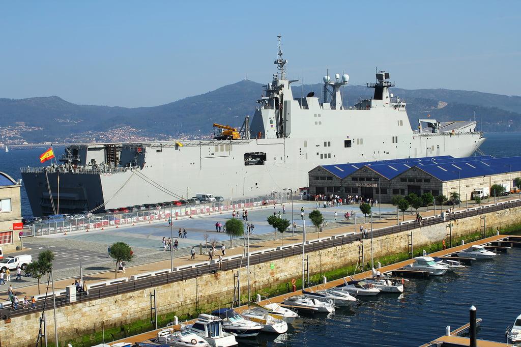 El Buque L-61 Juan Carlos I en Vigo.