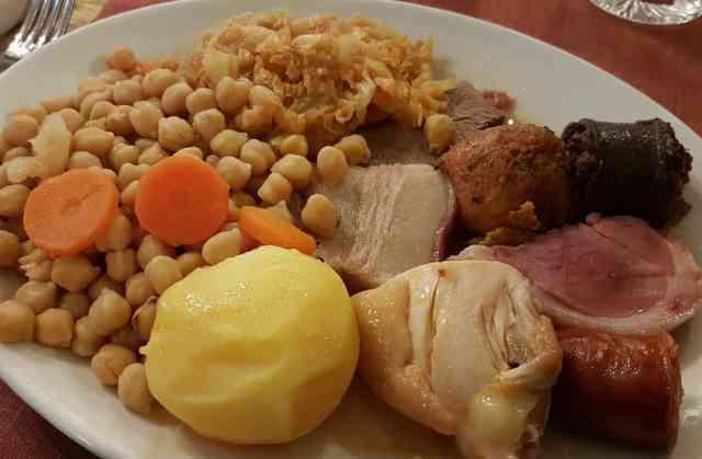 El Cocido Madrileño es una de las especialidades de Restaurante Manolo