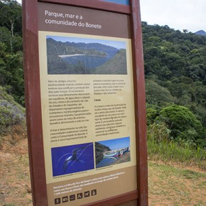 Placa do Parque Estadual Ilhabela, na Trilha do Bonete
