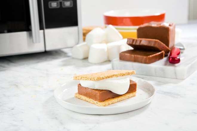 A New Approach to S'Mores with Fudgie Wudgie // www.Quelcy.com