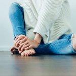 6 remèdes maison naturels pour les genoux et les coudes foncés