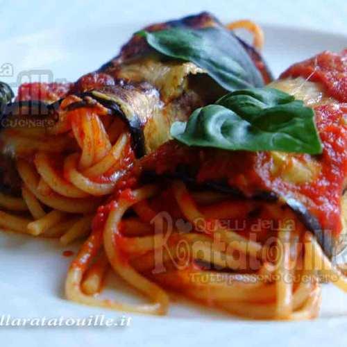involtini di melanzane e spaghetti