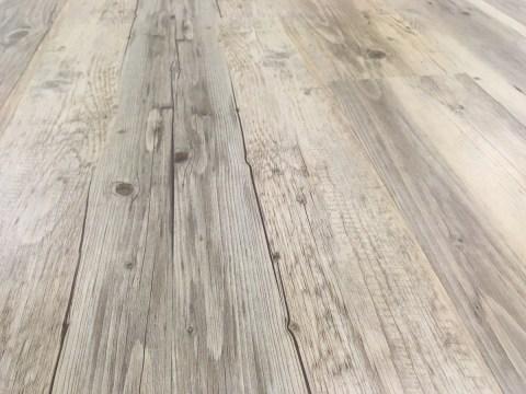 Ce joli bois en PVC change complètement l'ambiance.