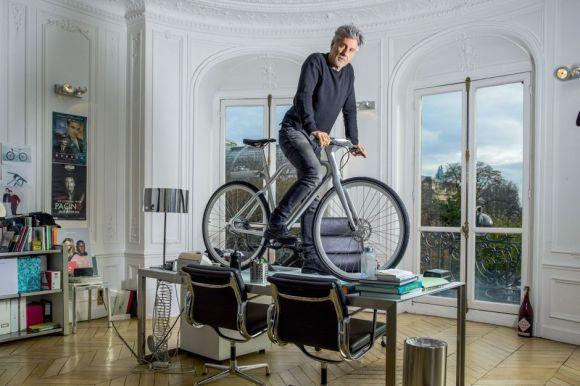 Angell vélo électrique connecté pose de Marc Simoncini