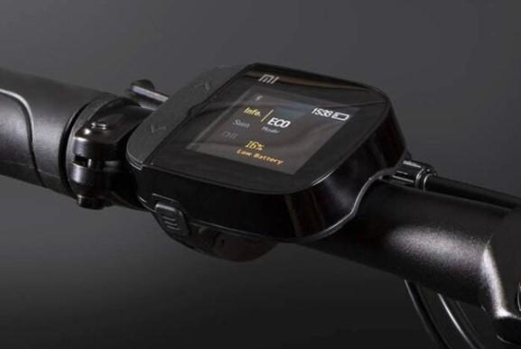 Xiaomi Mi Smart Electric Folding Bike, le guidon et son écran de contrôle