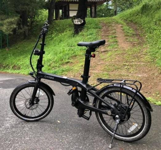 photo extérieur Carbo X vélo électrqique pliant haut de gamme ultra léger modèle X