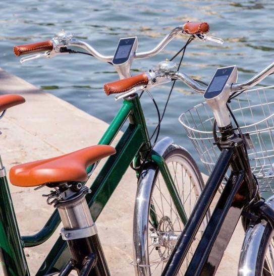 Vélo voltaire vert et bleu