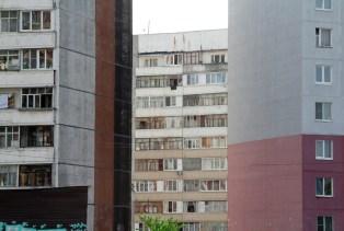 9/10 Die Stadtränder Russlands sind gezeichnet von riesigen Wohnanlagen und Plattenbauten.
