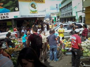 Etwas abseits der Avenida Central in San José blüht der Schwarzmarkt und Chaos ist weit verbreitet.