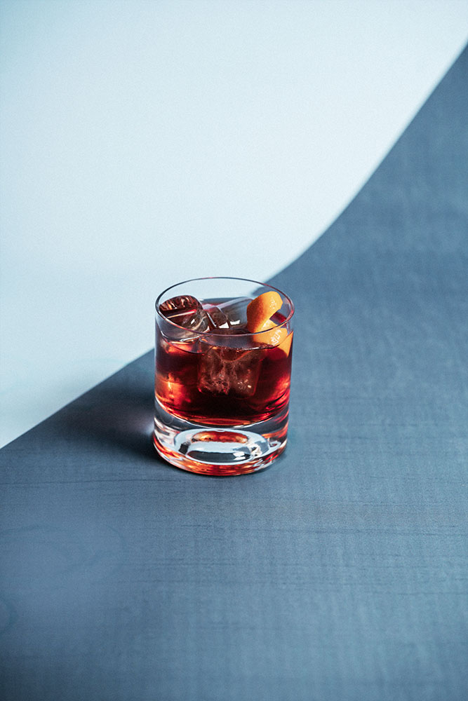 Negroni on the colored background