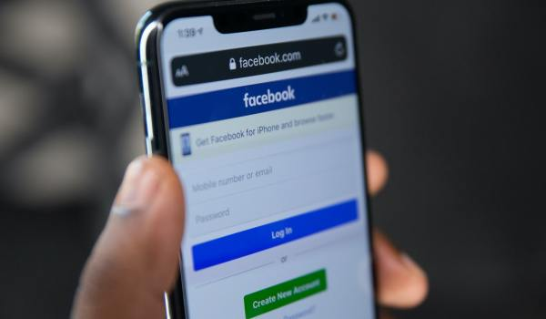 Facebook WhatsApp Instagram Caida Mundial Unsplash