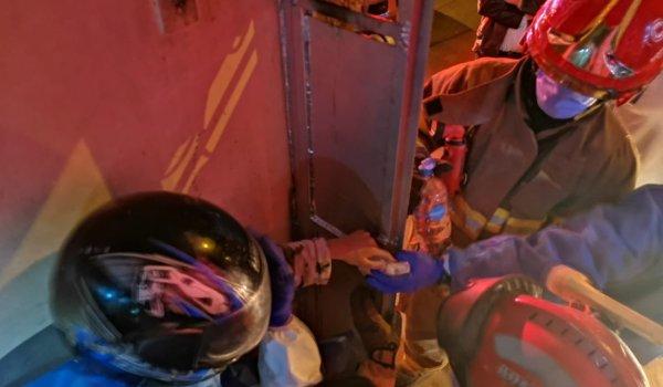niño liberado bomberos cuenca