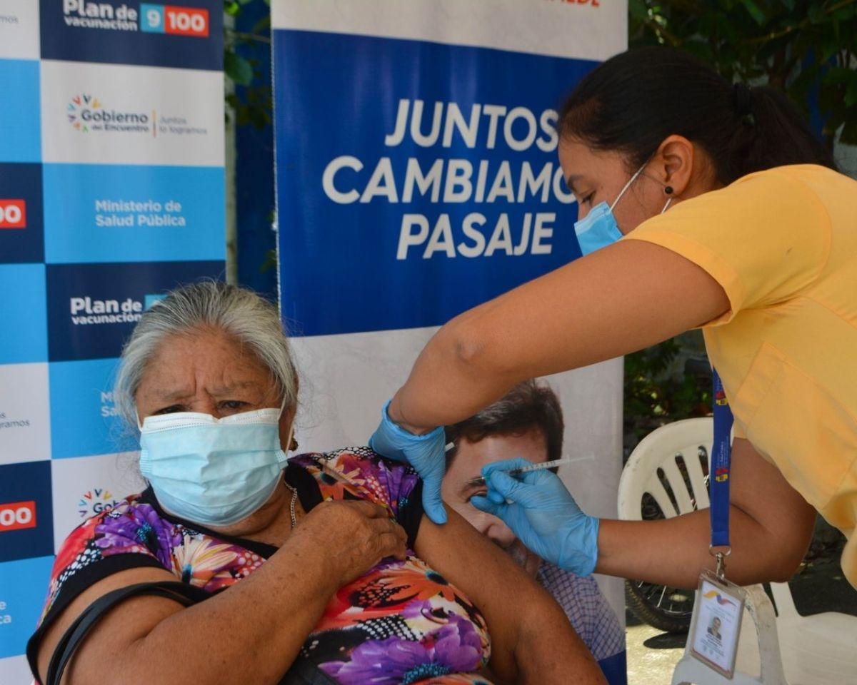 vacunación adultos mayores pasaje
