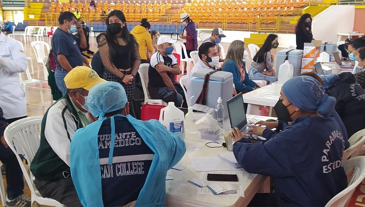 vacunación artistas en Quito
