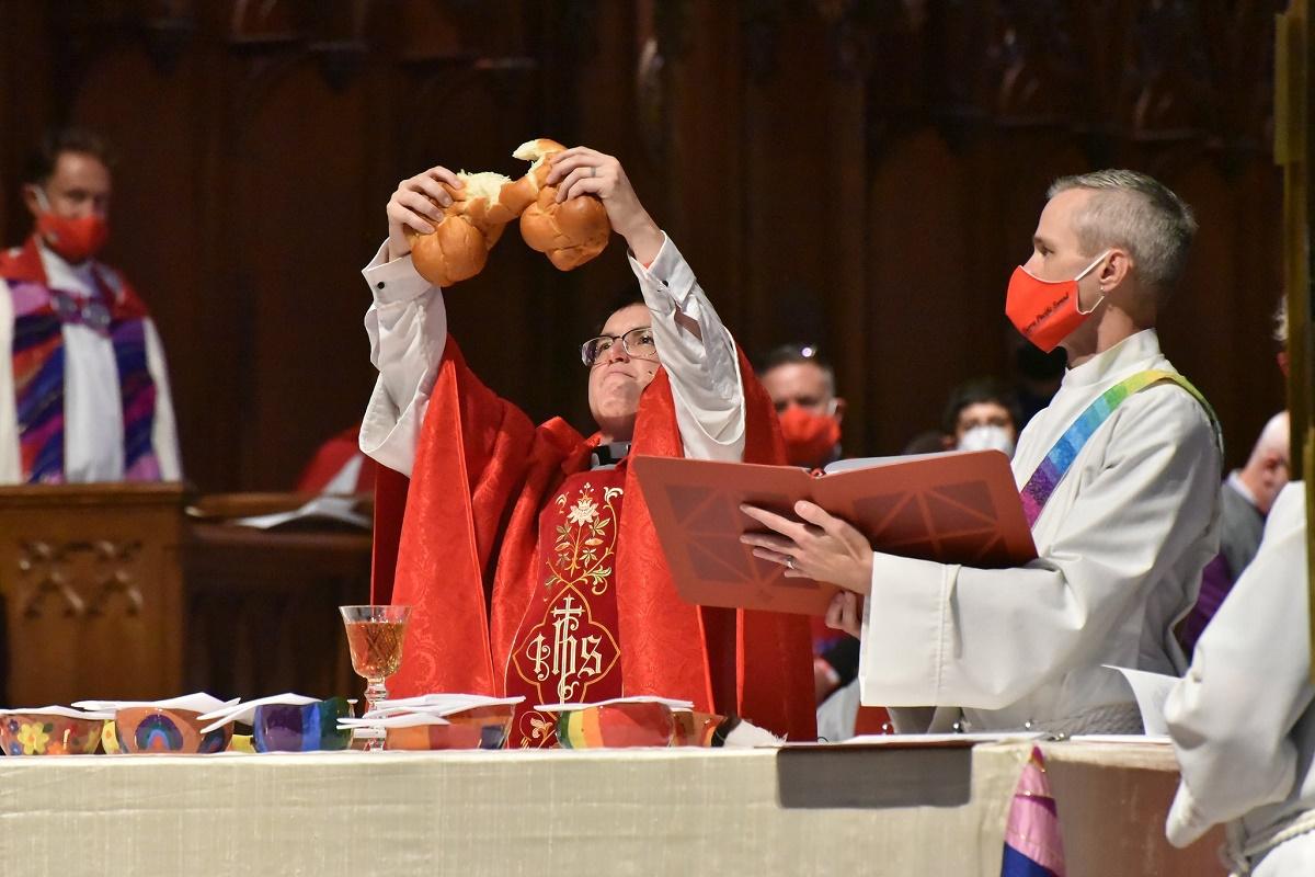 obispa transgénero