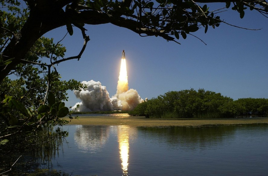 content generation publishing image of outbound rocket to get inbound leads