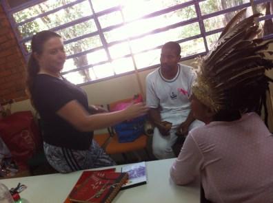 Shirley e os voluntários trocam ideias sobre novos encontros